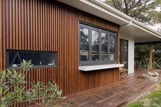 Spotted gum spaced battens and decking, Rylock aluminium windows and breakfast bar