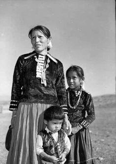 0063 Navajo family of Clyde Peshlakai, wife Katherine 1948
