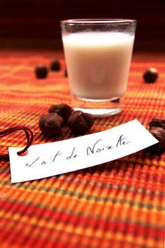 Lait de noisettes maison -       1 L. d'eau froide      75 g. de noisettes crues      25 g. de noisettes grillées      15 ml. de sirop d'érable      1 pincée de sel
