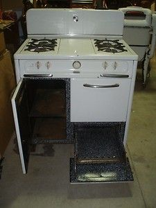 Wedgewood 4 Burner Stove. Storage on the left side, broiler on the bottom
