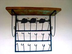 Porta copos em estilo rústico em ferro e madeira de demolição