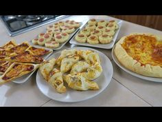 Nice Patrocinio shared a video Crepes, Focaccia Pizza, Fingerfood Party, Food Therapy, Muffins, Party Finger Foods, Antipasto, Cordon Bleu, Dessert
