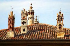 Chimneys Stacked Pots, Venice Painting, Interesting Buildings, Roof Tiles, Brickwork, Room Colors, Tudor, Barcelona Cathedral, Taj Mahal