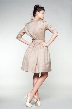 Beige Woolen Dress by Mrs Pomeranz por mrspomeranz en Etsy