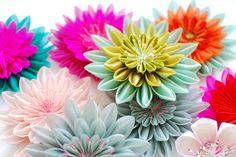 Karuna Balloo - Hairclips - Fabric Flowers  http://www.karunaballoo.fr/
