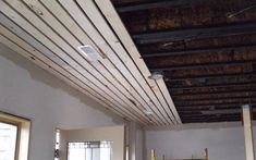 Basement Ceiling The wood slat ceiling are a luxury for many, however, today we will see that curren Wood Slat Ceiling, Basement Ceiling Options, Ceiling Finishes, Wood Ceilings, Wood Slats, Basement Ideas, Unfinished Basement Ceiling, Basement Ceilings, Basement Inspiration