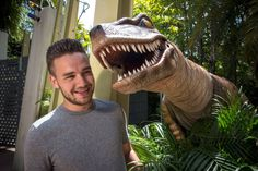 Liam Payne narrowly escapes being eaten by a dinosaur at Universal Studios in Florida  - Sugarscape.com