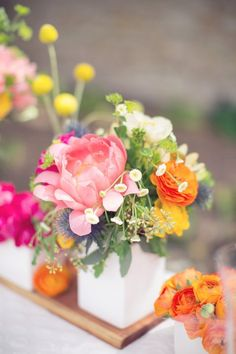 Pink #peony and tangerine #ranunculus centerpiece   Photography: thisloveofyours.com   Design: engagedandinspired.com   Florals: huckleberrykarendesigns.com #ranunculuscenterpiece #peoniescenterpiece #ranunculusandpeonies