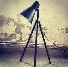 Philips íróasztali lámpa  loftos környezetben. Loft, Lamp, Desk Lamp, Decor, Lighting, Table, Tripod Lamp, Home Decor