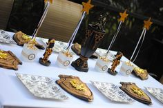 Knights table for a knights or dragon party or for a royal party, princess party etc Castle Party, Medieval Party, Knight Party, Royal Party, Prince Party, Dragon Party, Birthday Party Themes, Birthday Ideas, Birthday Bash