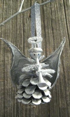 I have some of these in gold from my elementary school Christmas bazaar! Our wings are made of felt, though, instead of hard-to-find milkweed pods.