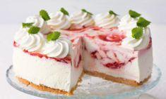 Erdbeer-Joghurt-Torte Rezept: Fruchtige Sommertorte mit Joghurt- & Erdbeer-Füllung - Eins von vielen köstlichen gelingsicheren Rezepten von Dr. Oetker!
