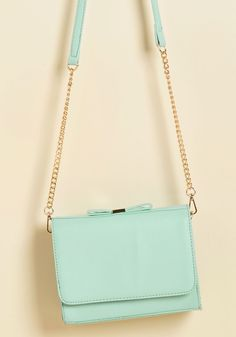 The lively look displayed by this mint purse? It's a trait that comes straight from your core. That's why rocking the adjustable chain-accented strap, gold-touched bow, and sweet structure of this faux-leather bag comes oh-so-charmingly naturally!
