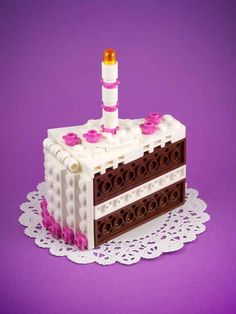 Lego Chocolate Cake kit custom designed by Chris McVeigh Lego Design, Hamma Beads 3d, Perler Beads, Casa Lego, Lego Friends Party, Lego Food, Cake Kit, Lego Cake, Cool Lego Creations