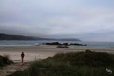 #Lires - #Nemiña is a beautiful beach at the north of Galicia. The sand is thin the water freezing the sunset stunning. Plus this is not a crowded place and the accomodation options are amazing  Lires - Nemiña es una playa hermosa en la Costa da Morte. La arena es fina el agua esta fría y la puesta de sol es espectacular. Además nunca está masificada y las opciones de alojamiento son fantásticas.  Picture from Lires #acostadamorteenamora #Galicia #Spain