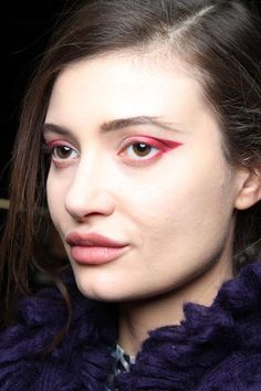 MUA Linda Cantello - Armani 2012 - red cat eyeliner