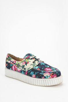Boat shoes and creepers joining forces. #urbanoutfitters