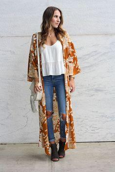 Ideas how to wear kimono cardigan winter outfit Kimono Cardigan Outfit, Floral Kimono Outfit, Gilet Kimono, Long Floral Kimono, Kimono Fashion, Boho Fashion, Girl Fashion, Autumn Fashion, Fashion Outfits