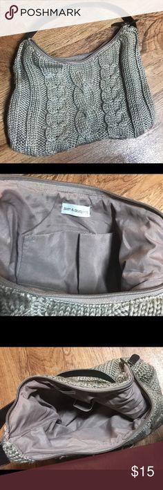 Bath And Bodyworks knit handbag in EUC Bath and Bodyworks knit handbag with zipper closure, two small interior pockets & leather like strap. EUC! bath and bodyworks Bags Shoulder Bags