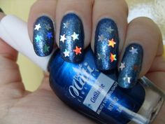 https://flic.kr/p/br4dja | [Desafio 31 unhas] Unha 19 - Galáxias | Adorei minha galáxia com estrelinhas!!! E não poderia ser outra cor, tinha que ser azul que adoro!!  Usei: 3x Netuno (Passe Nati) esponjado com: Marisa (Impala Gloss) Pequim (Passe Nati) 619-Estrelas (Realce) 2x Extra briho Ideal
