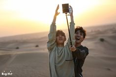 [STARCAST] Let's enjoy the summer holiday together! BTS in Dubai! [160803] #J-HOPE #V Try to stop the sun going to bed (?)