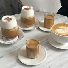 Coffee Shop Aesthetic, Aesthetic Food, Aesthetic Grunge, Coffee Cafe, Coffee Drinks, Coffee Milk, Starbucks Coffee, Iced Coffee, Cafe Food
