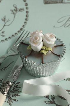 three rose fondant cupcake