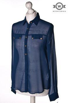 >> #Granatowa półprzeźroczysta #bluzka koszulowa ze złotymi guzikami #Wzorcownia online #atmosphere