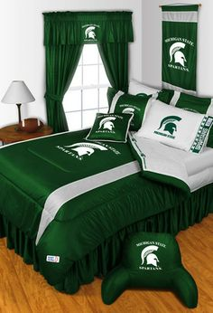 Make your bedroom look amazing with this Michigan State Spartans theme bedding set.  Makes a great gift too!