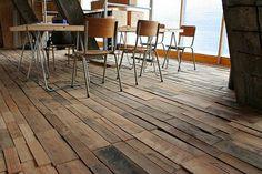 Holz-Boden-moderne-Einrichrung