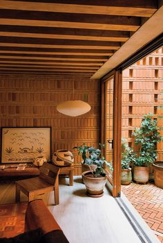 Country Home Interior Japanese-inspired living room with native plants Mexican furniture and Cuban art. Home Interior Japanese-inspired living room with native plants Mexican furniture and Cuban art. Home Interior Design, Interior Architecture, Interior And Exterior, Interior Decorating, 1970s Architecture, Mexican Interior Design, Mid Century Interior Design, Tropical Architecture, Arch Interior