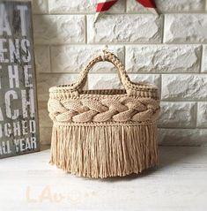 Learn the Tunisian Crochet Smock Stitch - Crochet Ideas Crochet Tote, Crochet Handbags, Crochet Purses, Custom Leather Belts, Diy Tote Bag, Macrame Bag, Boho Bags, Jute Bags, Basket Bag