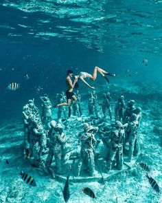 Cool Places To Visit, Places To Travel, Places To Go, Travel Destinations, Travel Pics, Underwater Sculpture, Hip Hop, Gili Island, Adventure Couple