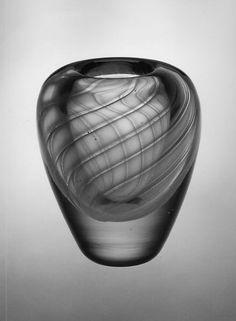 Vase Gunnel Nyman (Finnish, Turku Date: ca. 1948 Dimensions: x cm. Blown Glass Art, Art Of Glass, Glass Vase, Glass Design, Design Art, Scandinavian Art, Crystal Vase, Grey Glass, Modern Glass