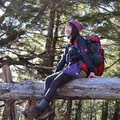 【1202marichan】さんのInstagramをピンしています。 《大変な時こそ笑っていたいものですが、涙が出ちゃう日もありますよね(T ^ T) 明日は金曜日!頑張りましょう♪ #笑ってたつもりがにやついてる#森#山#登山女子#アウトドア女子#登山#山が好き#森林浴#木#climbing #japan #jp_gallery #tree#green#forest#mountain #like#life#good》