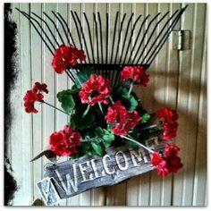 a creative journey Loving this design by my super-talented friend, Marla---Prairie House Primitives!Loving this design by my super-talented friend, Marla---Prairie House Primitives! Garden Yard Ideas, Garden Crafts, Garden Projects, Old Garden Tools, Garden Hose Wreath, Garden Rake, Red Geraniums, Deco Floral, Front Door Decor