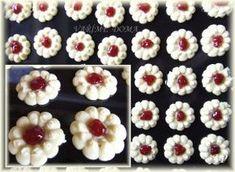 Mini Cupcakes, Sweet Tooth, Floral, Flowers, Food, Cookies, Florals, Biscuits, Meal