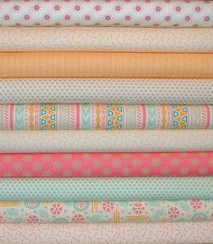 Please select the desired size and quantity from drop down menu or contact us for a custom listing.  Fat Quarter Bundle of 10 is 2.5 Yards. Each cut is 18x 20/22. Half Yard Bundle of 10 is 5 Yards. Each cut measures 18x42/44.  This collection includes: Bright Sun Sunrise Bisque Rose Flower 37503 11 Bright Sun Arrow Bisque Goldenrod 37506 12 Bright Sun Weave Goldenrod Stripe 37505 12 Bright Sun Pebbles Bisque Dusk Dots 37507 11 Bright Sun Omaha Multi Stripe 37501 11 Bright Sun Arrow Bisque…