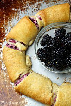 Slap Dash MomBlackberry Cream Cheese Crescent Ring Recipe | Slap Dash Mom