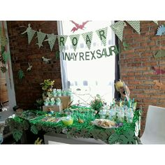 T-rex table set's b'day party