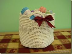 crochet basket with tshirt yarn