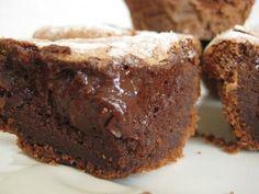 Receita de Moelleux au Chocolat (tradicional bolinho francês com interior cremoso). Enviada por Viviana Ferro e demora apenas 25 minutos.