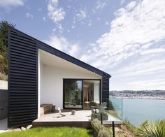 This home by Kerr Ritchie Architects is a simple, compact linear form on an Otago Peninsula hillside, with views back across the harbour to Dunedin. Photography by: Paul McCredie. Coastal Gardens, Coastal Homes, Coastal Decor, Coastal Bedding, Coastal Lighting, New Zealand Houses, Coastal Landscaping, Inside Home, Coastal Farmhouse
