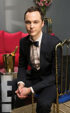"Jim Parsons from the ""Big Bang Theory"" who plays a straight character. Photo Credit: eonline.com Read more: http://www.urbantabloid.com/actors-didnt-know-were-gay-in-real-life/11/#ixzz3mvlnL88c"