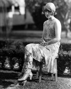 Vintage Image 1920s Elegant Lady with Boots - 8 x 10 - Instant Download Clara Bow