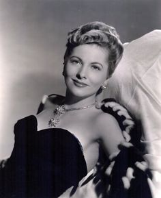 Joan Fontaine 1945