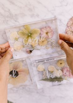 Diy Resin Art, Diy Resin Crafts, Flower Places, Pressed Flower Art, Diy Décoration, Flower Frame, Diy Flower, Flower Cards, Dried Flowers