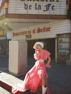 Urban Cowgirl – Photographer Camilla Akrans and stylist Sissy Vian team up for the latest cover story of Vogue Japan April Valery Kaufman poses on the city streets of Los Angeles wearing cowgirl inspired . Vogue Japan, Vogue Brazil, Vogue Russia, Vogue China, High Fashion Photography, Beauty Photography, Editorial Photography, Lifestyle Photography, Photography Poses