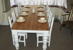 Ideas farmhouse table and chairs painted shabby chic Wooden Table And Chairs, Shabby Chic Table And Chairs, Dining Table Chairs, Kitchen Chairs, Tables, Dining Room, Farmhouse Style Curtains, Shabby Chic Farmhouse, Farmhouse Interior