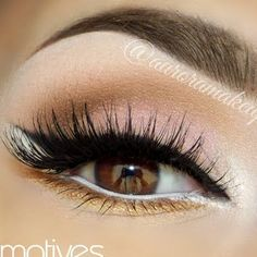 Thick lashes and a cat eye make this beautiful eye makeup, perfect for everyday. Wear it to the office but still look hot for a lunch date.